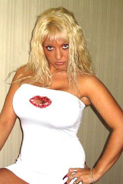 Hemmungsloses Bi-Mäuschen sucht tabulose Sexkontakte